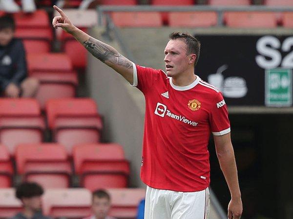Bek Manchester United, Phil Jones.