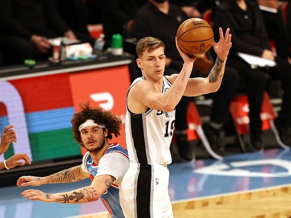 San Antonio Spurs resmi melepas Luka Samanic jadi free agent.