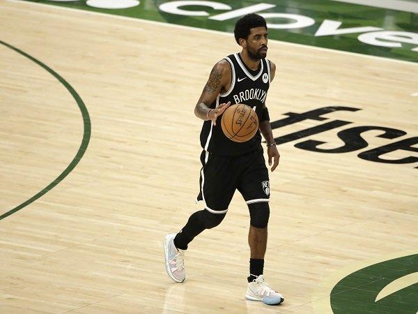 Brooklyn Nets larang Kyrie Irving untuk bertanding sebelum terima vaksinasi COVID-19.