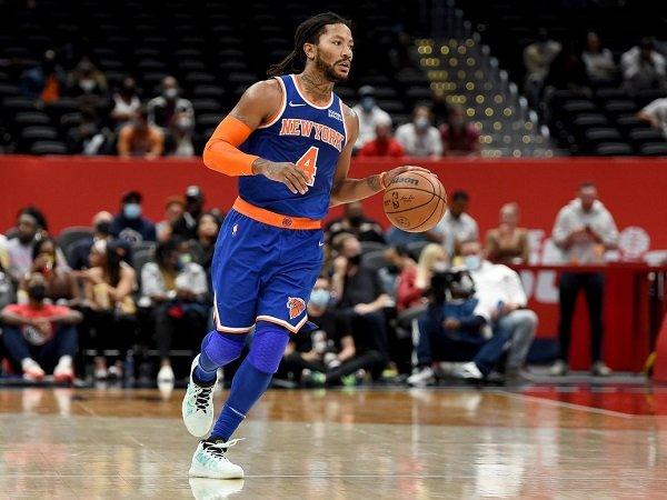 Derrick Rose tak sungkan bagi ilmu pada pemain muda Knicks.