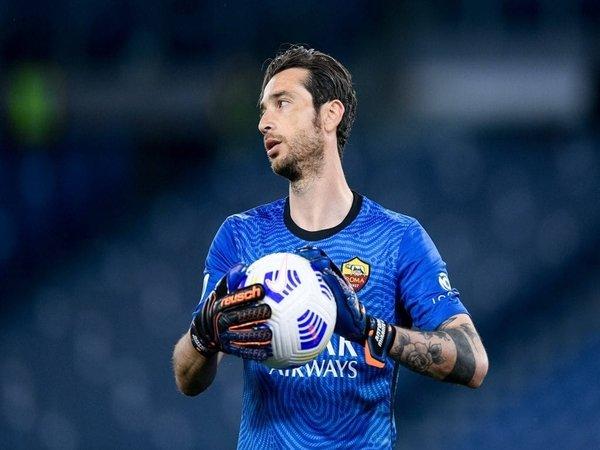 AC Milan dilaporkan melirik Antonio Mirante untuk mengatasi krisis pemain di sektor penjaga gawang / via Getty Images
