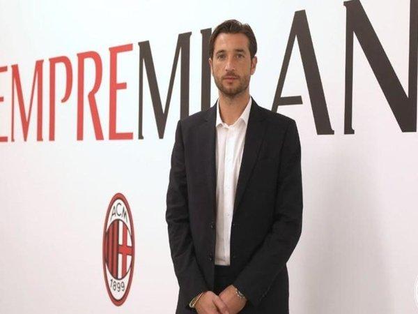 AC Milan resmi mengumumkan perekrutan kiper veteran asal Italia yaitu Antonio Mirante pada Rabu (13/10) / via AC Milan Official