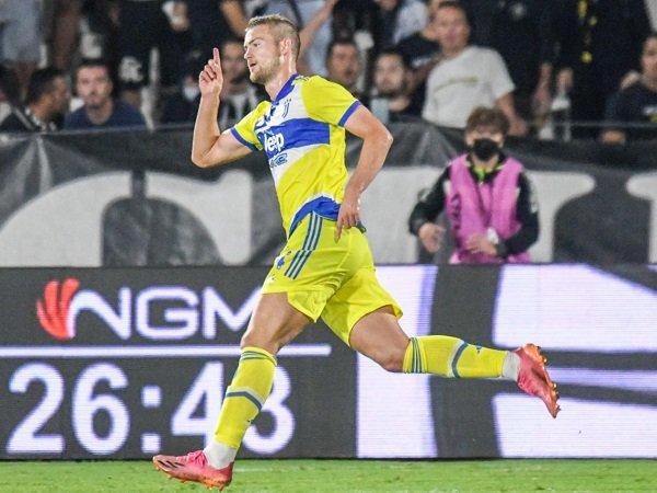 Matthijs de Ligt diberi pujian oleh Edwin van der Sar.
