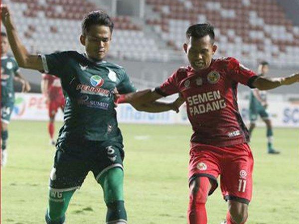 Laga PSMS Medan kontra Semen Padang FC